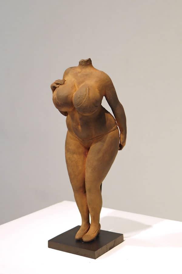 hiroko-kubo-figura-femenina-v-hashi